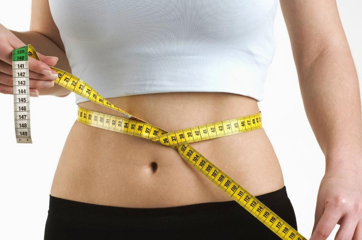 delgada tras bajar de peso en dos semanas