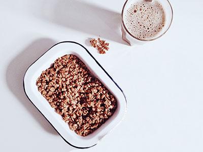 Plato de avena con leche