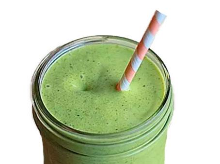 Batidos verdes en vaso