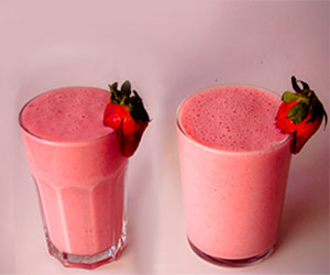 Licuado de leche de almendras y fresas y sus beneficios